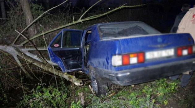 16 yaşındaki ehliyetsiz sürücü kaza yaptı