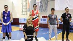 Adana boksta şampiyon çıkardı