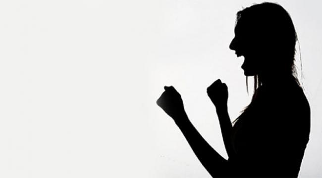 Cinsel ilişkiye girmeyi reddeden erkek arkadaşını dövdü