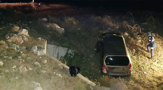 Mültecileri taşıyan araç şarampole devrildi