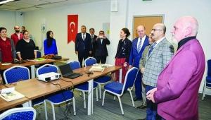 Vali Demirtaş gazeteci adaylarıyla bir araya geldi