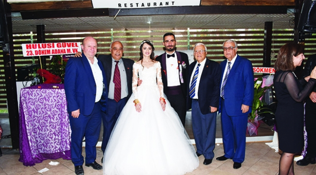 Büşra ve Ahmet'in düğünü renkli geçti