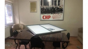 CHP ilçe binasına saldırı