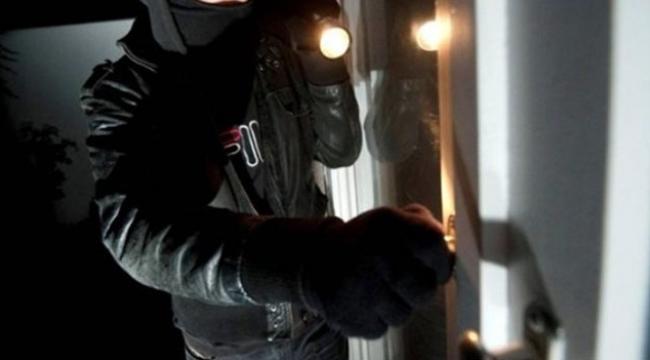 Eve giren hırsızlar prizleri bile çaldı
