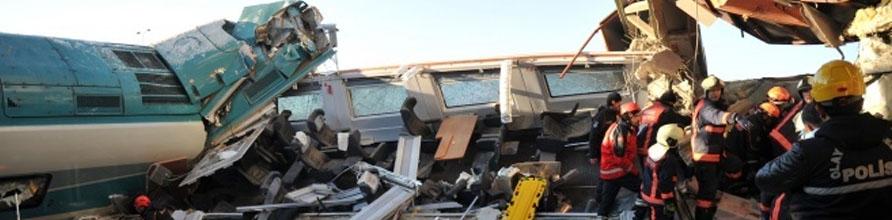 İki tren çarpıştı çok sayıda ölü ve yaralı var