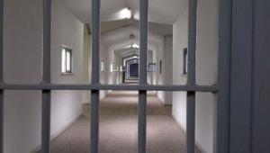Kadın mahkumlar duvarı delerek kaçtı