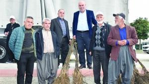 Karaisalı'da 7 bin ceviz fidanı üreticiyle buluştu