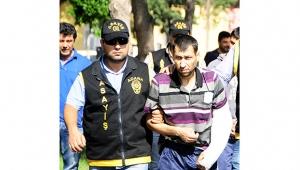 Katil zanlısı 2 kardeş 4 yıl sonra yakalanıp hakim karşısına çıktılar