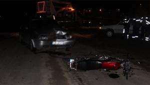 Otomobil ile motosiklet kafa kafaya çarpıştı