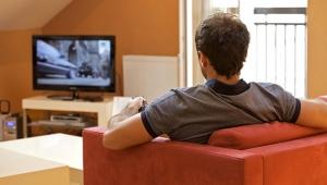 Türkiye günde ortalama 3 saat 34 dakika televizyon izliyor