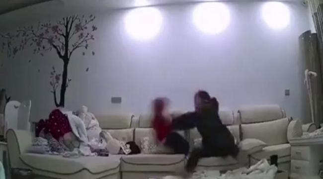 Acımasız bakıcı kameralara yakalandı
