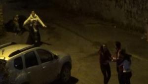 Adana'da kızlı erkekli sokak kavgası