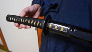 Aldatan sevgilisini samuray kılıcı ile öldürmeye çalıştı