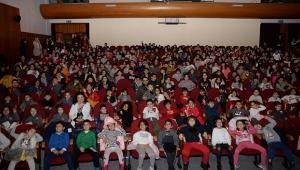Bahçeşehir öğrencilere 'tiyatro' aşkını aşılıyor