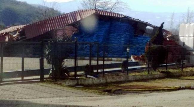 Çatı uçtu, 2 işçi yaralandı
