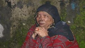 Evi yandı, göz yaşını tutamadı