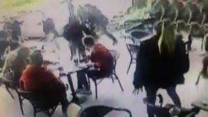 Lüks kafenin ortasında muştalı kavga!