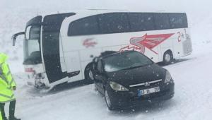 Otobüs ve otomobil çarpıştı: 2 yaralı var