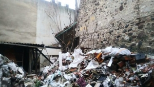 Tarihi bina çöktü! Enkaz altında kalanlar var