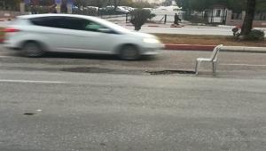 Yolda oluşan çukura sandalyeli önlem