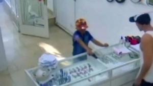 9 yaşındaki çocuk kuyumcu dükkanı soymaya kalktı
