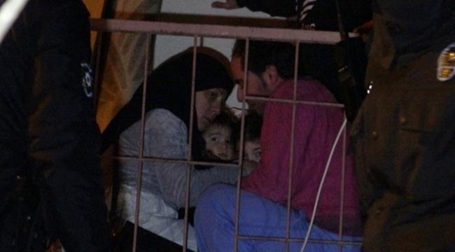 Apartmanda çıkan yangında 15 kişi mahsur kaldı
