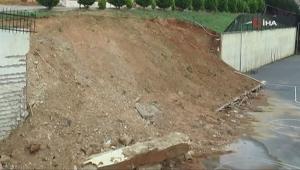İstinat duvarı okulun bahçesine devrildi