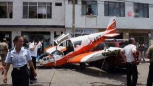 Uçak şehrin tam ortasına indi