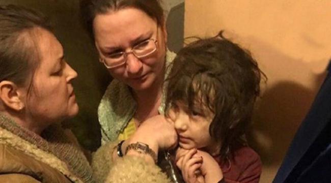 5 yaşındaki çocuk annesi tarafından terk edilmiş eve kilitlendi
