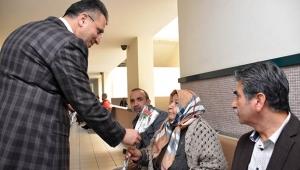 Adana Adliyesinde kadınlara '8 Mart' karanfili
