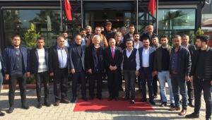 CHP'li Akay, toplumla kucaklaşıyor