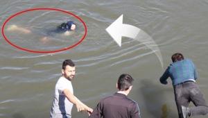 Fotoğraf çektirirken nehre düştü