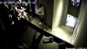 Ünlü eğlence mekanındaki kadınlara şiddet kamerada