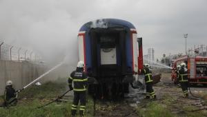 Adana'da hurdaya ayrılan vagon yandı