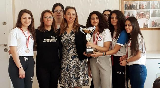 Adana Kız Lisesi Curling'te genç kızlar il birincisi oldu
