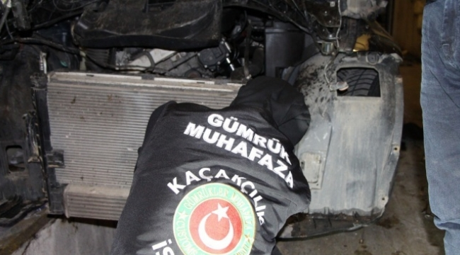 Araba motoruna gizlenmiş 11 kilo uyuşturucu bulundu