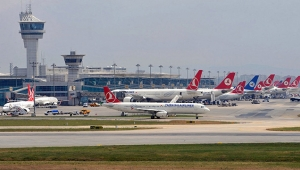 Havalimanında fotoğraf çekerken zincirleme kazaya sebep oldu
