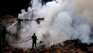 Yangında 3 ev kül oldu