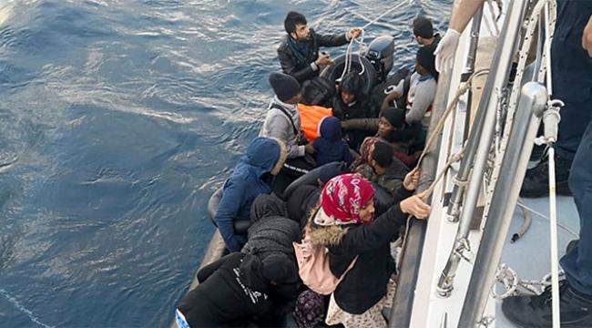 26 düzensiz göçmen plastik bot içinde yakalandı