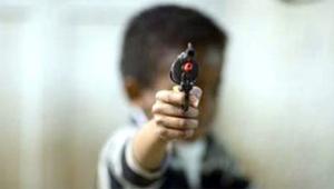 Babasının tabancıyla oynarken kardeşini vurdu