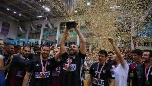 Beşiktaş Mogaz kupayı aldı