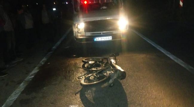 Kamyonetle motosiklet çarpıştı: 1 ölü 1 yaralı