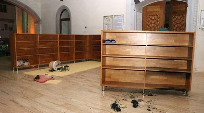 Kapalı olmasına sinirlendiği camiyi yakmaya çalıştı