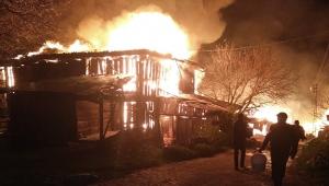 Köyde çıkan yangında 8 ev, 1 ahır ve depo kül oldu