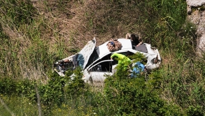 Otomobil şarampole yuvarlandı: 1 polis yaralı