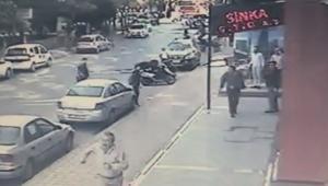 Sokak ortasında silahlı kovalamaca kameralara yansıdı