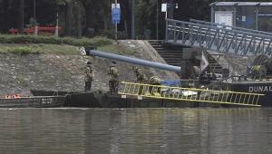 Tekne battı, 7 ölü 21 kayıp var