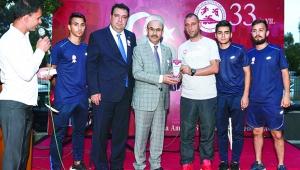 Vali Demirtaş'a 'Amatör Sporun Babası' plaketi
