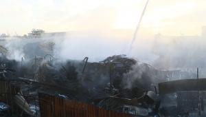 Yangın geri dönüşüm fabrikasını küle çevirdi