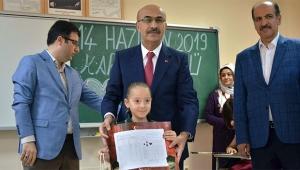 482 bin öğrenci Adana'da karne aldı